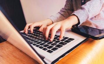 Türkiye'de Ebeveynler İnternetteki Zararlı İçeriklerden Endişe Duyuyor